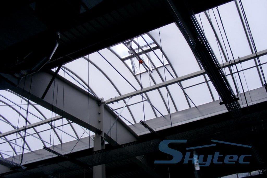 pasmo swietlne z klapa dwuskrzydlowa widok z dolu skytec